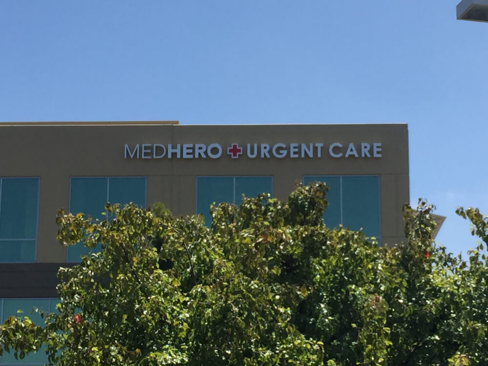 Medhero Urgent Care Sign
